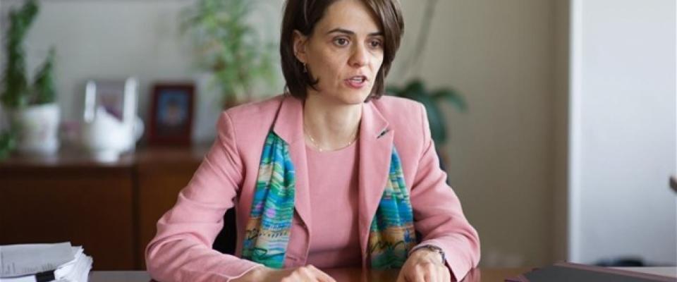 Ντέλια Βελκουλέσκου στη «Ν»: Επωφελής υπό δύο όρους η δοκιμή στις αγορές