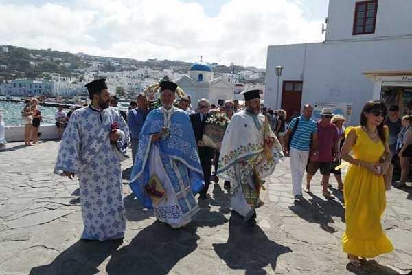 Εορτασμός της Κοιμήσεως της Θεοτόκου  και λαμπρή λιτανεία στην Μύκονο (Εικόνες & Videos)