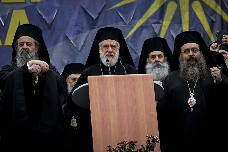 Εκδικείται η Κυβέρνηση τον Μητροπολίτη Σύρου;