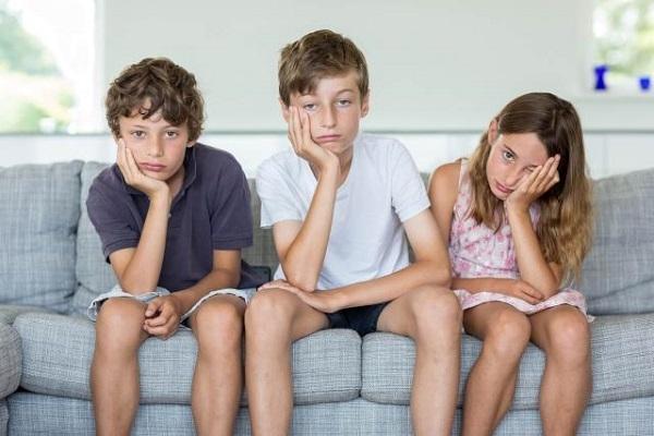 Οι ψυχολόγοι προειδοποιούν: «Το καλοκαίρι, αφήστε τα παιδιά να βαριούνται!!»