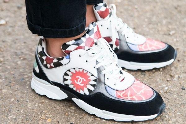 Λερώθηκαν τα λευκά λάστιχα των αθλητικών παπουτσιών?? Υπάρχει λύση!!