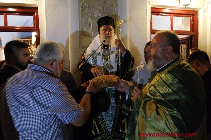 Πάνδημη Πανήγυρις του Αγίου Φανουρίου στην Μύκονο – Για την φιλευσέβειά τους επήνεσε τους Μυκόνιους ο Σεβασμιώτατος κ. Δωρόθεος Β' (εικόνες & videos)