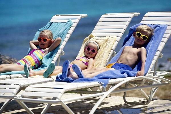 Προστατέψτε τα παιδιά από τον ήλιο!!