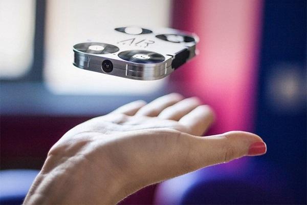 Η AirSelfie είναι ένα drone που χωρά στην τσέπη