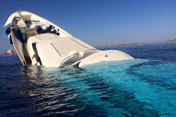 Σώοι οι επιβάτες της θαλαμηγού που βυθίστηκε στη Μύκονο