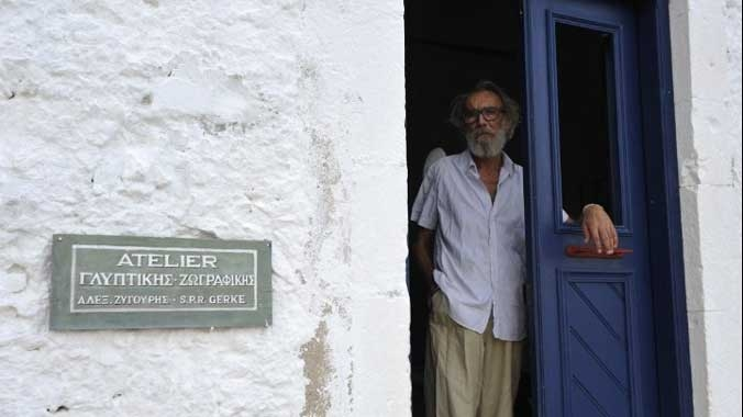 Αλ. Ζυγούρης, ο γλύπτης που δαμάζει την ύλη ζώντας ασκητικά στην άκρη του Αιγαίου