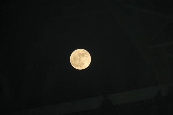 Απόψε η σούπερ Σελήνη – Δέος για το μεγαλύτερο φεγγάρι του 2017