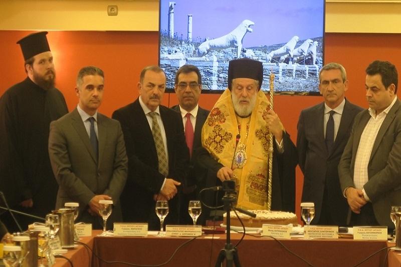 Στην έναρξη της συνεδρίασης του ΔΣ της ΠΕΔ Νοτίου Αιγαίου παρέστη απόψε ο Σεβασμιώτατος κ. Δωρόθεος Β' και ευλόγησε την πίτα του Αγίου Βασιλείου