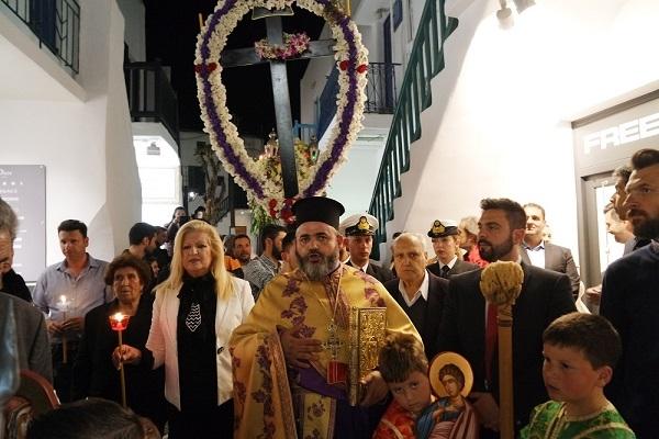 Ο Όρθρος του Μ. Σαββάτου, τα Εγκώμια και η περιφορά  Επιταφίου του  Ι. Ναού Αγίας Κυριακής Μυκόνου (Εικόνες +Videos)
