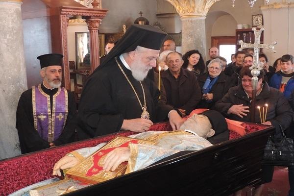Με συγκίνηση και εκδηλώσεις σεβασμού οι χριστιανοί της Άνω Μεράς υπεδέχθησαν την σορό του Ηγουμένου Φιλαρέτου Γεροντάρη